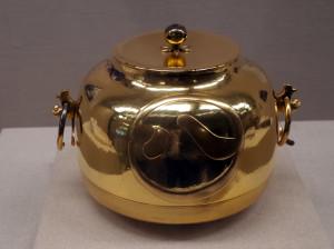 名古屋城金の茶釜